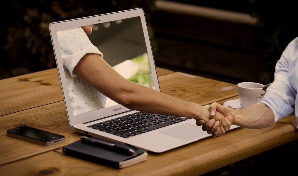 Homme : pourquoi draguer sur des sites de rencontres ?