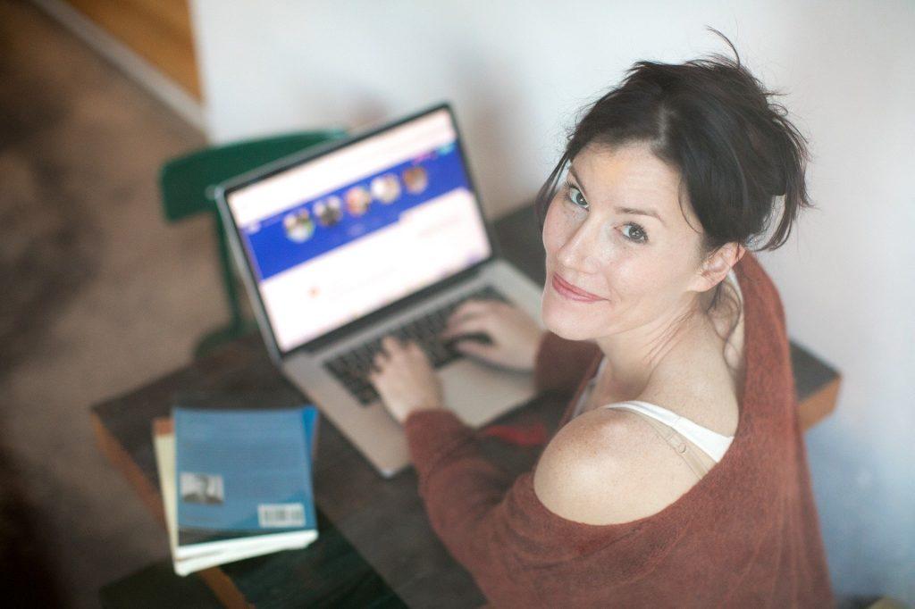 Les sites et les applications de rencontres : des moyens privilégiés pour trouver l'amour
