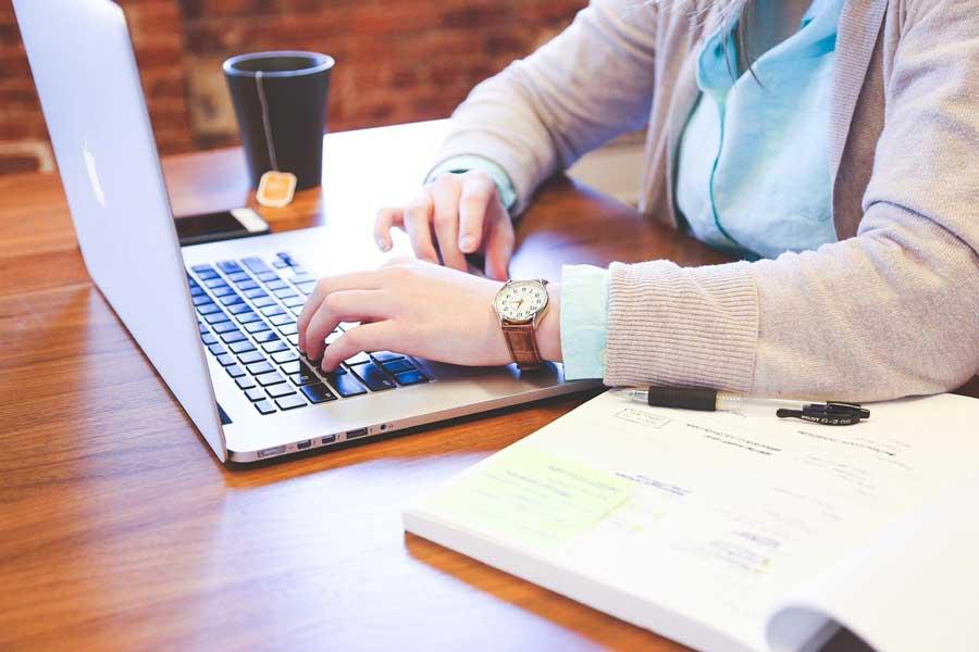 Comment bien écrire pour le web et produire un contenu puissant